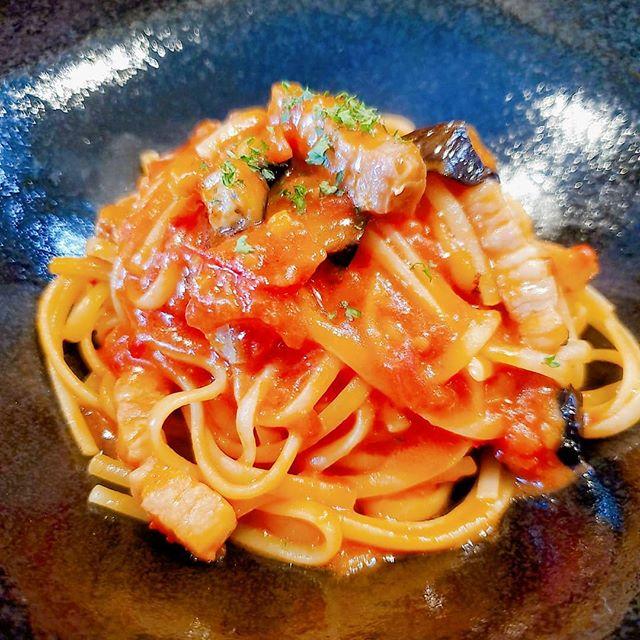 パンチェッタと茄子のトマトソース